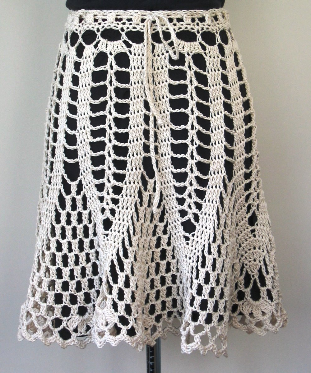 Free Crochet Wrap Skirt Pattern : >CHRYSANTHEMUM TEA SKIRT Doris Chan Crochet