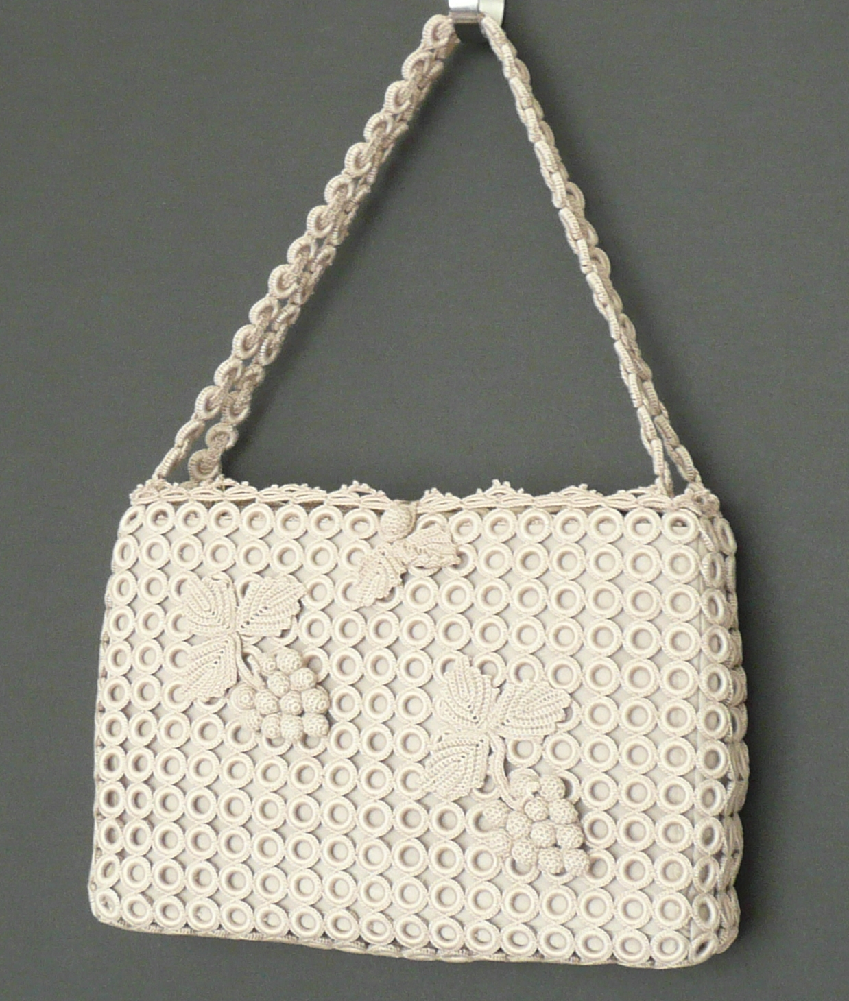 CROCHET PATTERN FOR EVENING BAG MADE OF EYELASH YARN ...