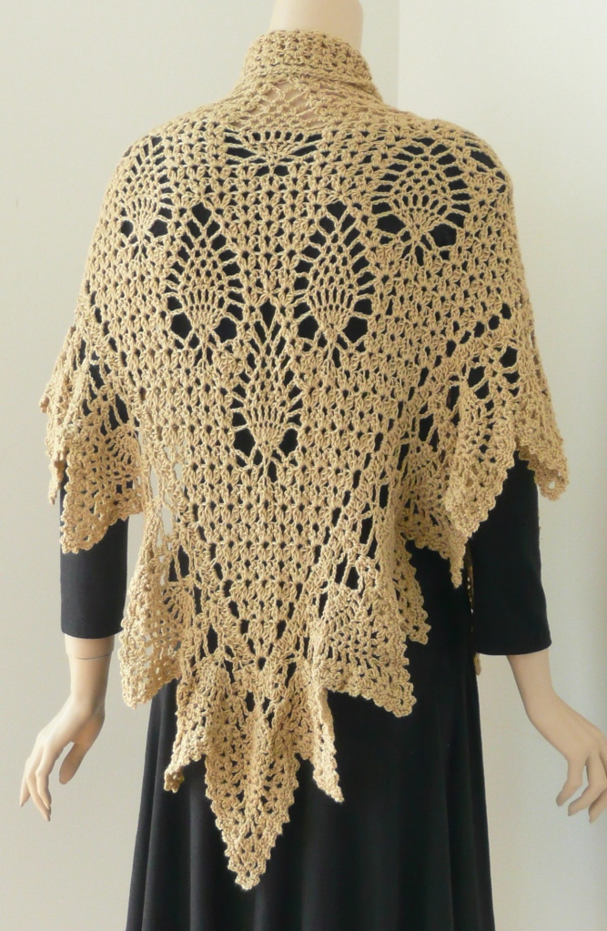 30 Romantic Pineapple Shawl